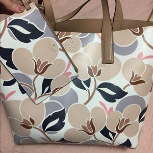 LIKE NEW Kate spade tote